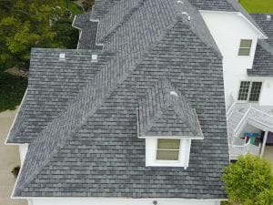 4 Ways to Find the Right Roofing Contractors for Your Home